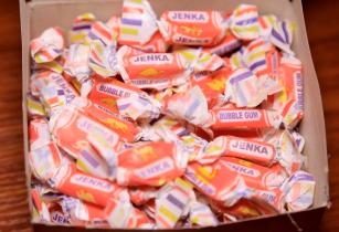 13A0214 Niger Biscuits Jenka Bubble gum open box PR shot LR